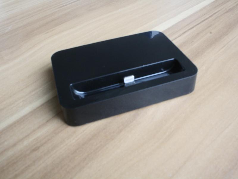 iPhone5 Dock■卓上充電器スタンド ■アイフォン5クレードル