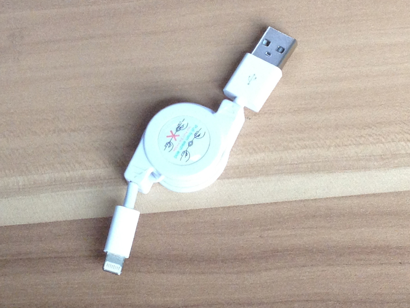 Lightning USB伸縮ケーブルiPhone5 iPad mini 白